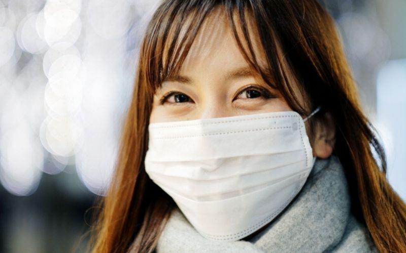 ビハクエンを使ってマスクした時の目元の目立つシミを隠そう♫
